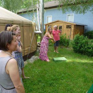 Gäste beim Bauerngolfspielen
