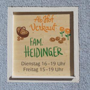Ab Hof Verkauf Fam. Heidinger Tafel in Fensterrahmen