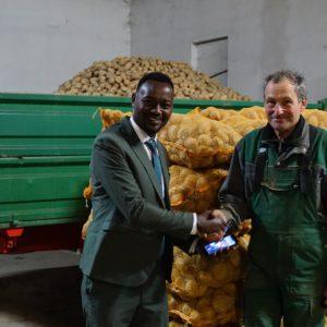 Bauer Hans mit dem Fairtrade Kaffee-Bauer Tekle aus Äthiopien